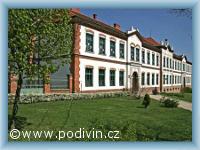 Haupschule in Podivín