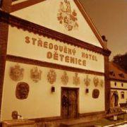 Mittelalterliches Hotel Dětenice