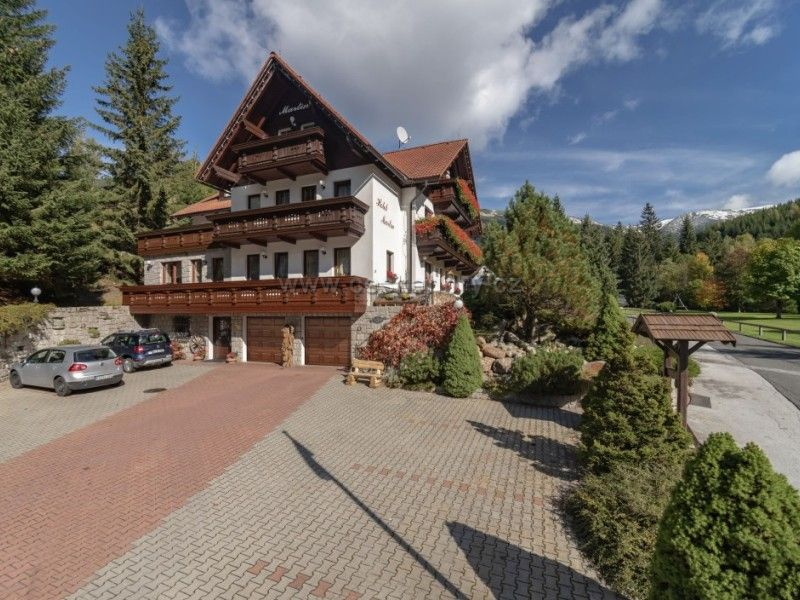 Hotel Kristýna und Hotel Martin