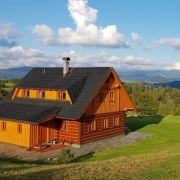 Luxuriöse Blockhütten am Fuß vom Riesengebirge
