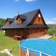 Holzhütte mit Schwimmbad und Sauna