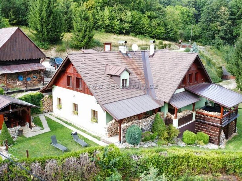 Hütte mit finnische Sauna und Bierstube